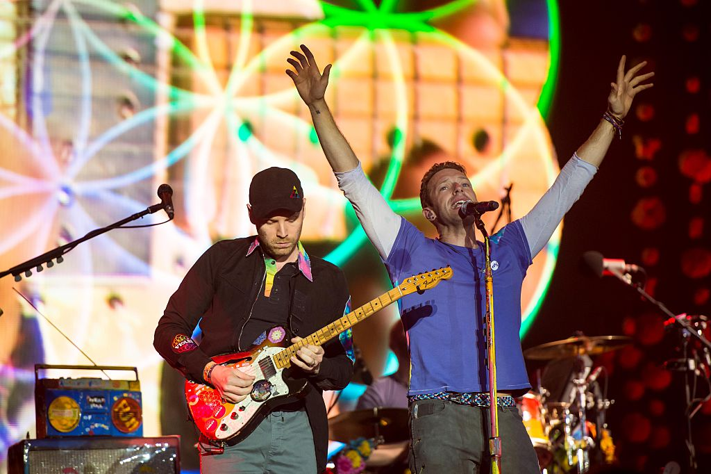 GLASTONBURY, ENGLAND - JUNE 26: (IMAGES AVAILABLE FOR LICENCE UNTIL SEPTEMBER 26, 2016 ONLY) Chris Martin of 'Coldplay' performs on the Pyramid Stage on day 3 of the Glastonbury Festival at Worthy Farm, Pilton on June 26, 2016 in Glastonbury, England. Now its 46th year the festival is one largest music festivals in the world and this year features headline acts Muse, Adele and Coldplay. The Festival, which Michael Eavis started in 1970 when several hundred hippies paid just £1, now attracts more than 175,000 people. (Photo by Ian Gavan/Getty Images)