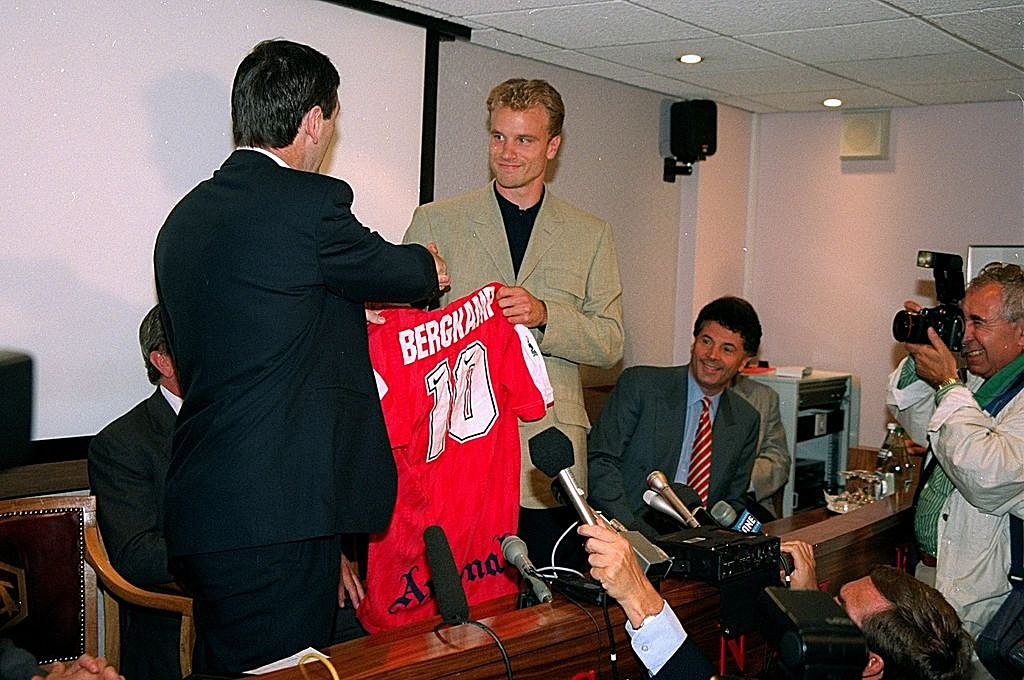 Aug 1995: Dennis Bergkamp shakes manager Bruce Rioch by the hand after signing for Arsenal at Highbury in London. Mandatory Credit: Allsport UK /Allsport