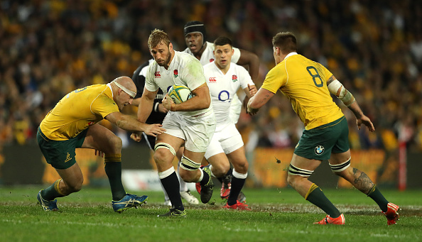 SYDNEY, AUSTRALIA - JUNE 25: Chris Robshaw of England moves past Stephen Moore (L) during the International Test match between the Australian Wallabies and England at Allianz Stadium on June 25, 2016 in Sydney, Australia. (Photo by David Rogers/Getty Images)