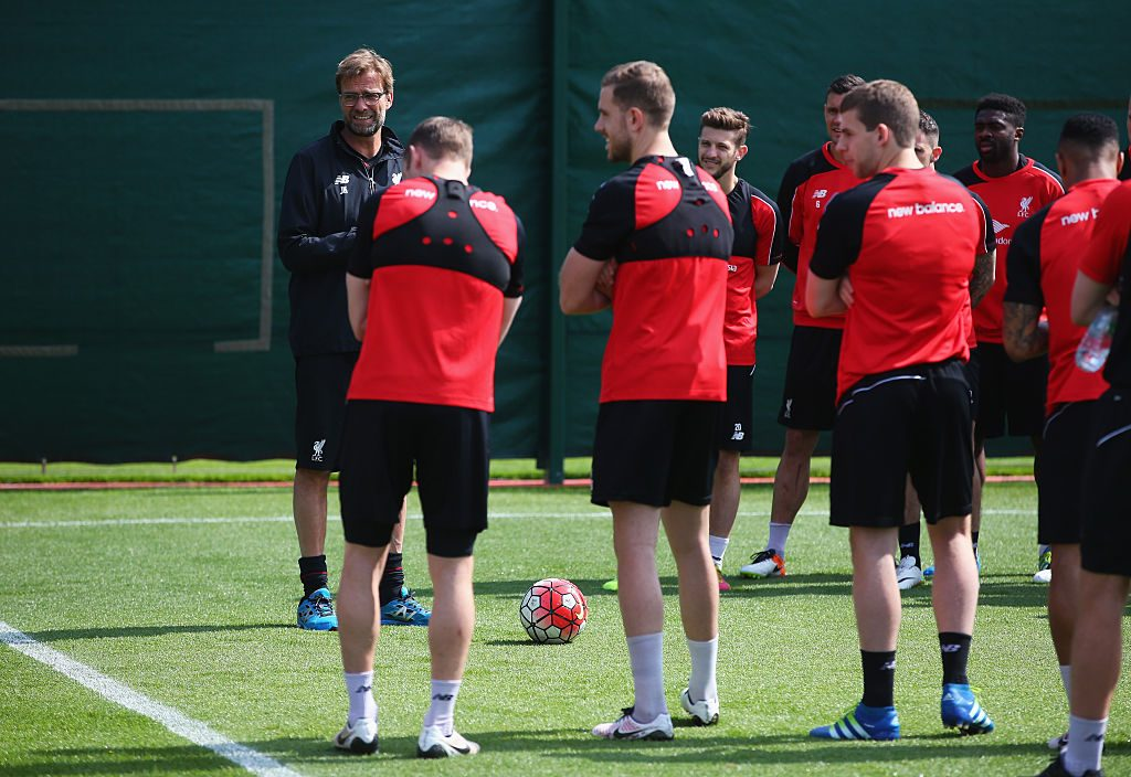 LIVERPOOL, ENGLAND - MAY 13: Jurgen Klopp, manager of Liverpool talks to his players during a training session at the Liverpool UEFA Europa League Cup Final Media Day at Melwood Training Ground on May 13, 2016 in Liverpool, England. (Photo by Alex Livesey/Getty Images)