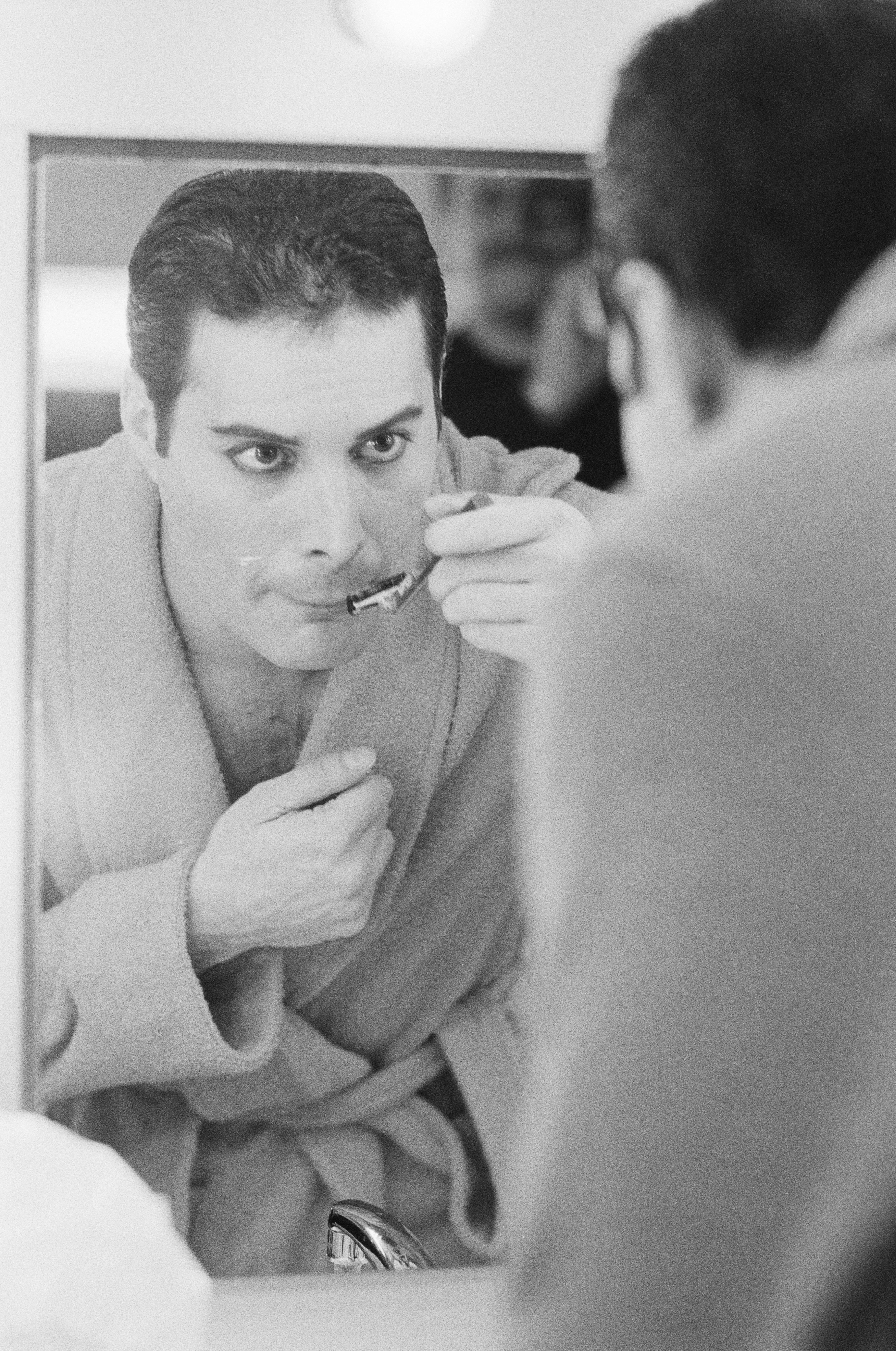 Queen frontman Freddie Mercury (1946 - 1991) shaving his moustache, 12th April 1984. (Photo by Steve Wood/Express/Getty Images)