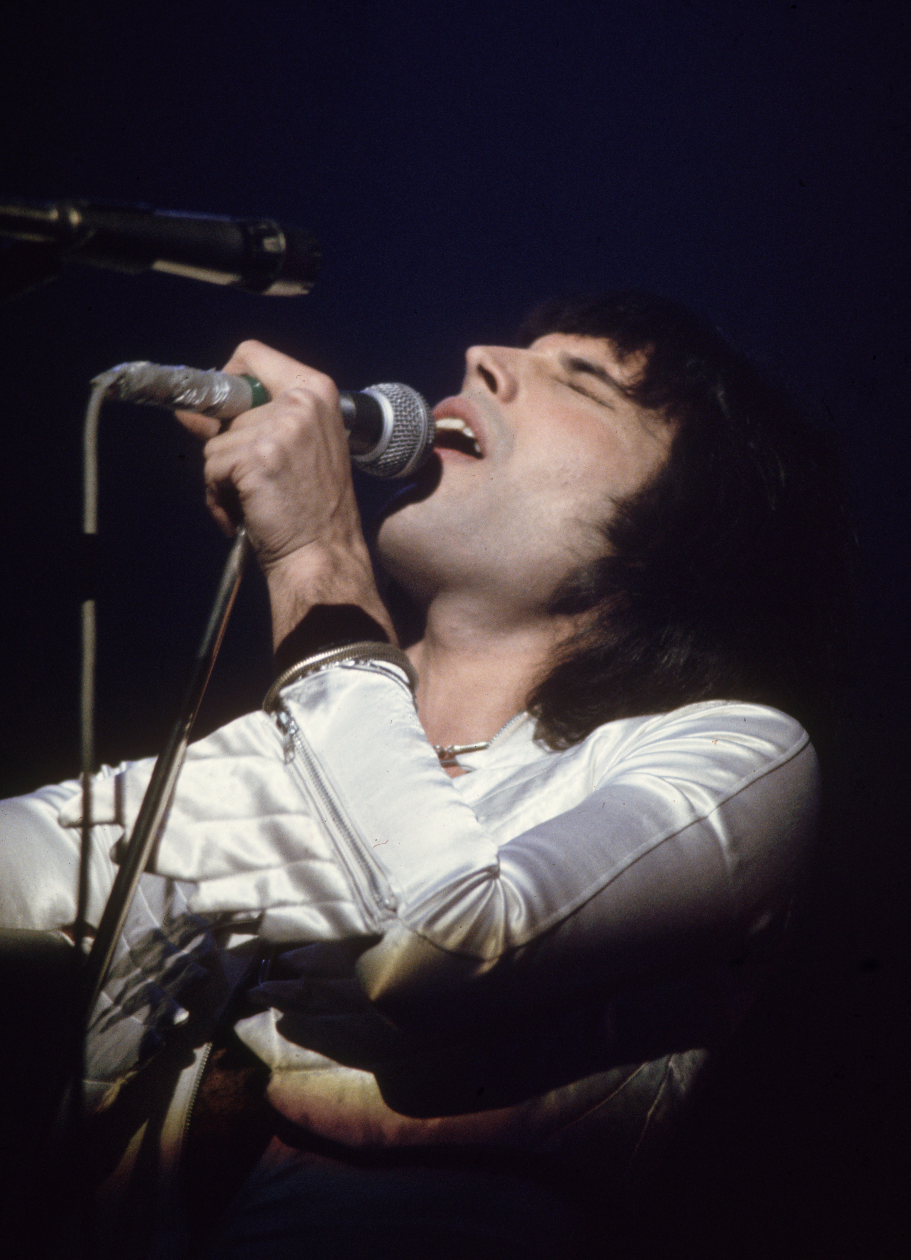 circa 1975: Freddie Mercury (1946 - 1991), lead singer of 70s hard rock quartet Queen, in concert during the group's British tour. (Photo by Keystone/Getty Images)