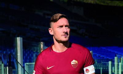 low priced 99a8c b9052 Francesco Totti and Roma teammates go old, old, old-school ...