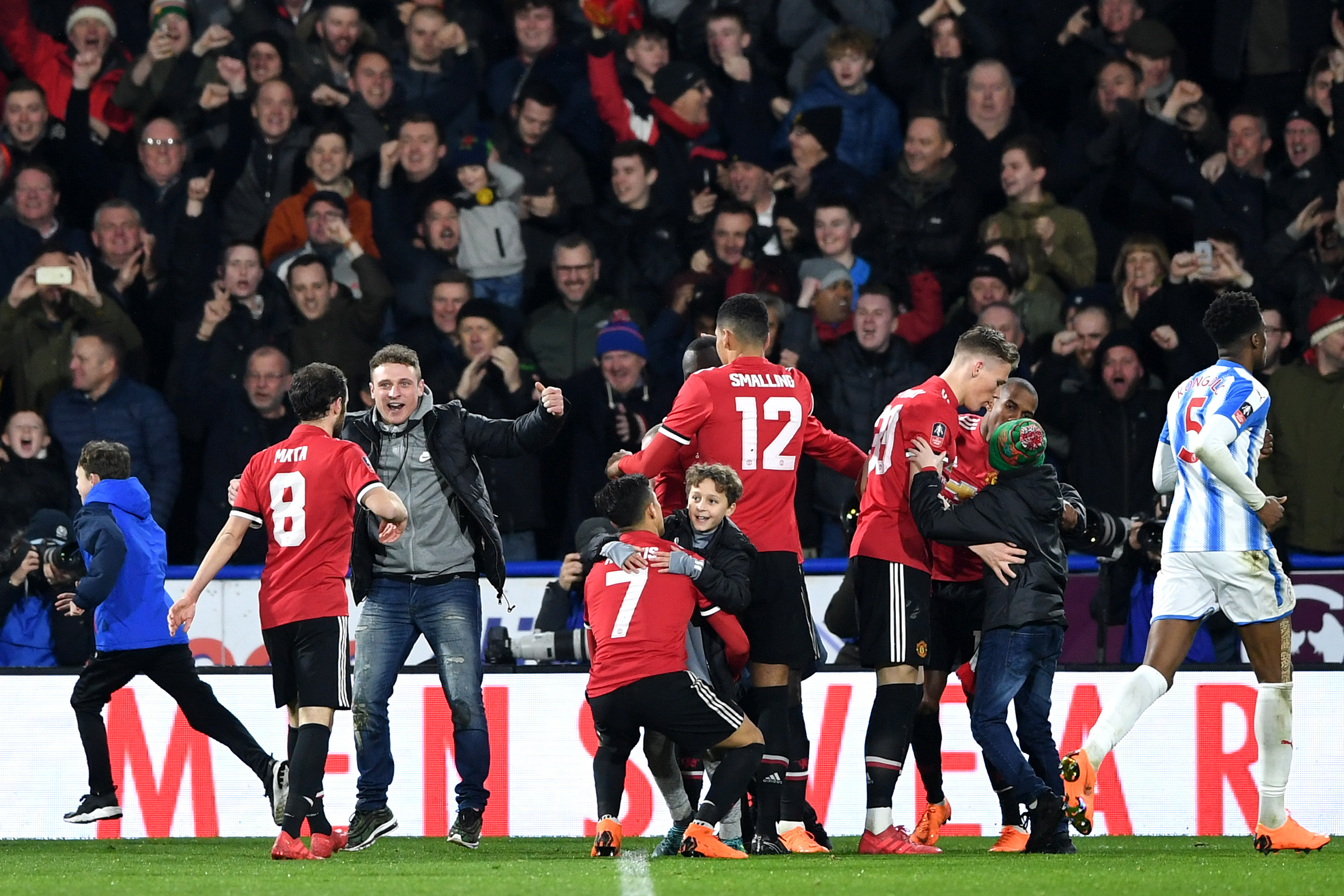 Manchester United fans cautiously optimistic after Chris Smalling's performance vs Huddersfield