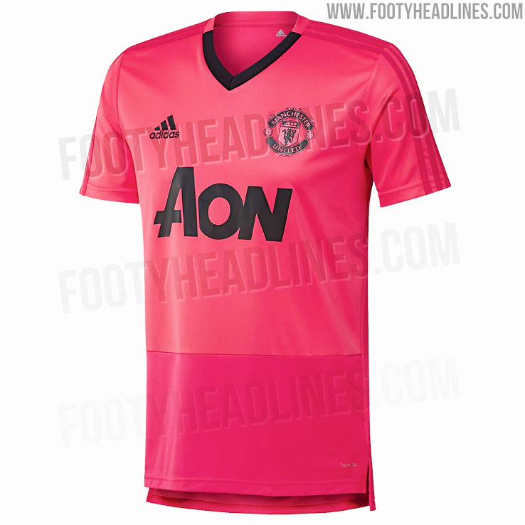 online retailer f3673 ccc21 Leaked pictures of Manchester United training kit are very ...