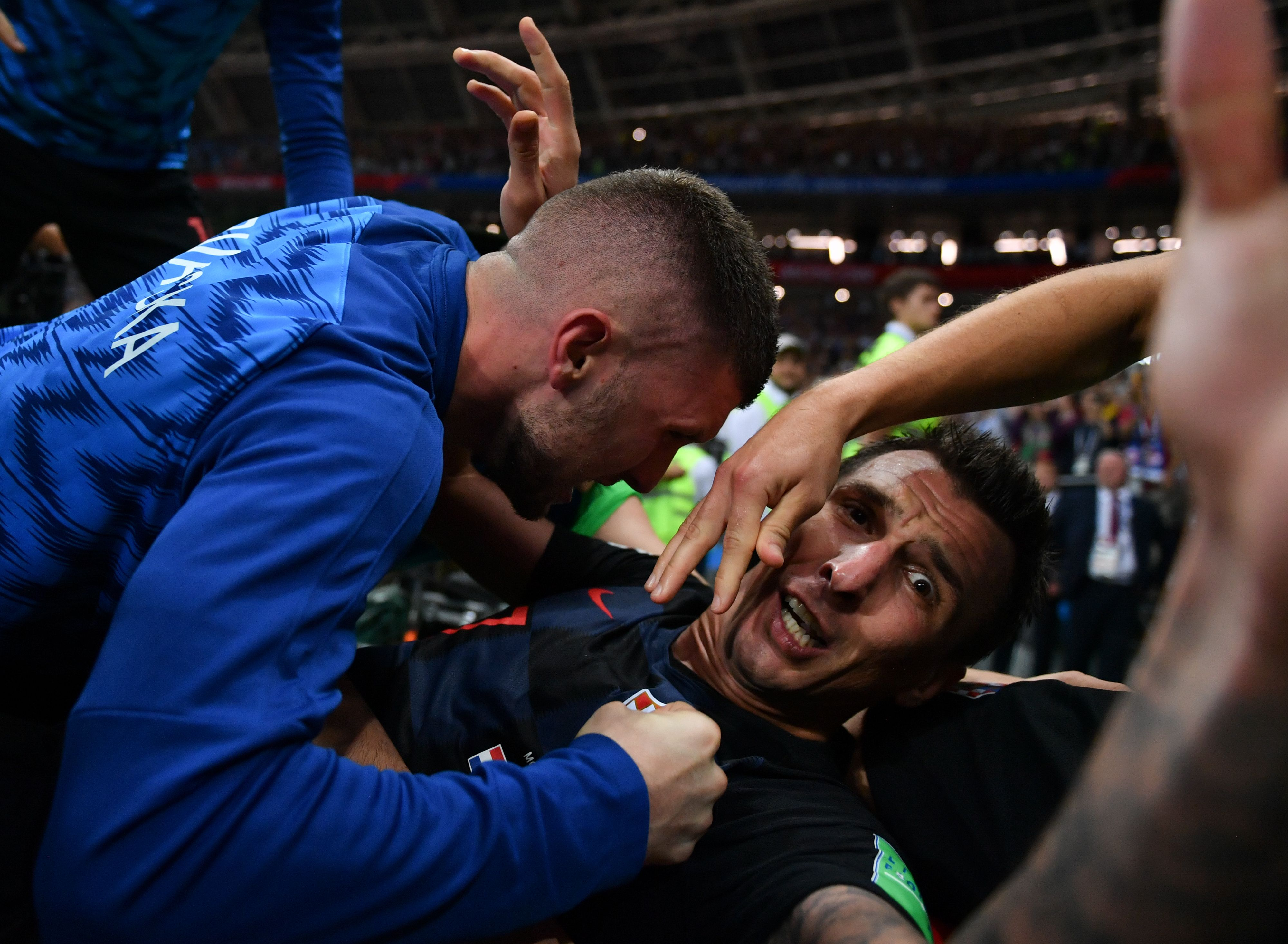 TOPSHOT - Croatia's forward Mario Mandzukic (C) celebrates with teammates after scoring his team's second goal during the Russia 2018 World Cup semi-final football match between Croatia and England at the Luzhniki Stadium in Moscow on July 11, 2018.