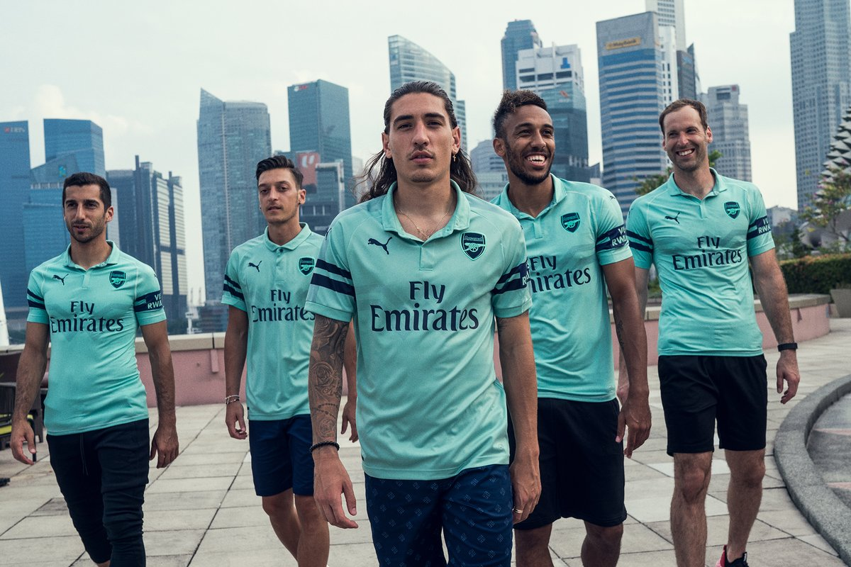 hot sale online d8b3f 2ea4d Arsenal's new kit pays tribute to legendary manager ...