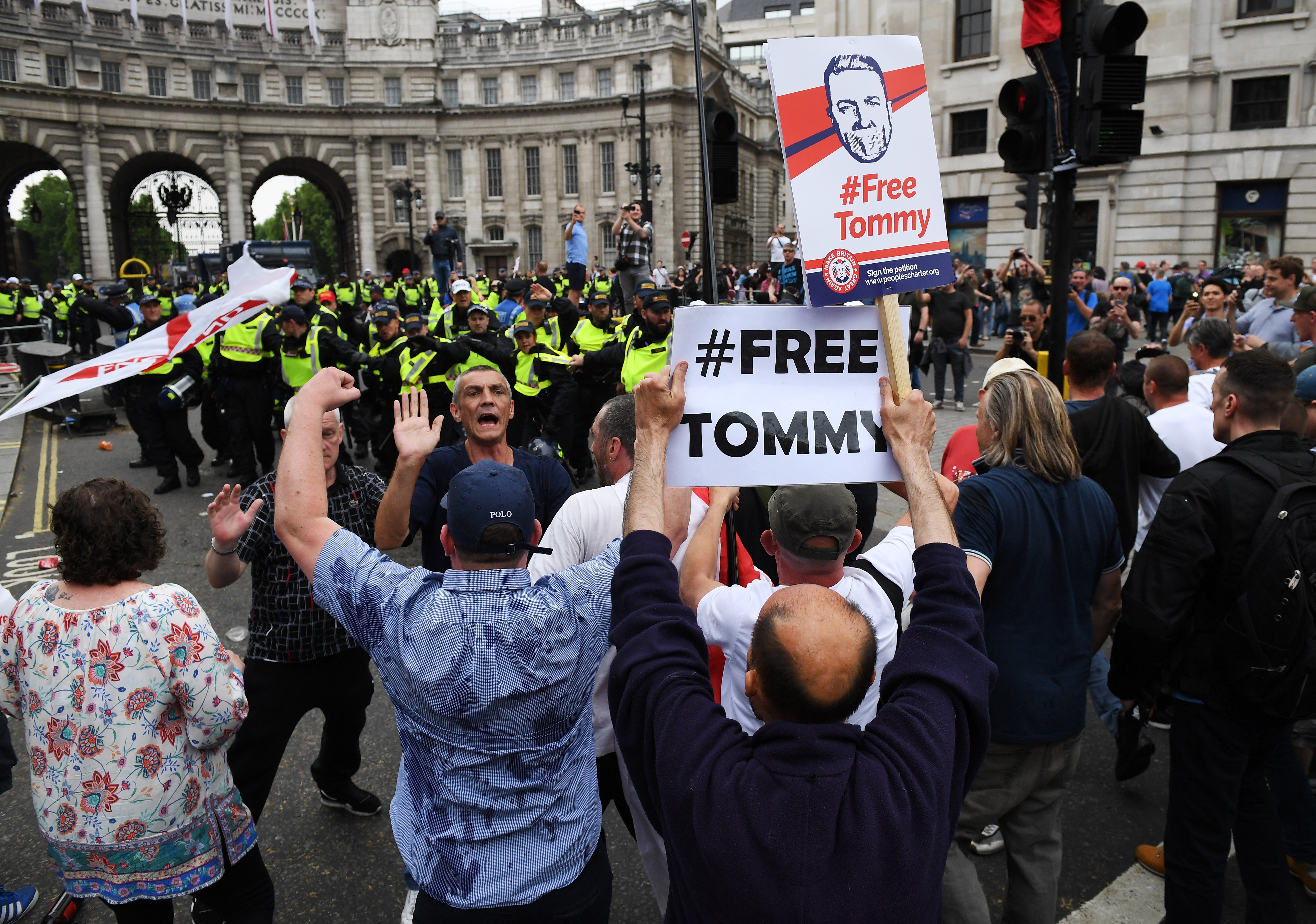 LONDON, ENGLAND - JUNE 09: Demonstrators clash with police during a 'Free Tommy Robinson' protest on Whitehall on June 9, 2018 in London, England. Protesters are calling for the release of English Defense League (EDL) leader Tommy Robinson who is serving 13 months in prison for contempt of court. (Photo by Chris J Ratcliffe/Getty Images)