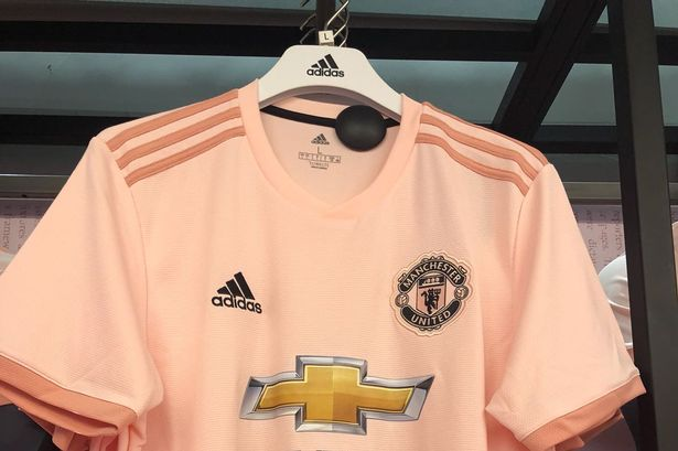 best loved d21b4 b4cad Man United have finally dropped their away kit and it's a ...