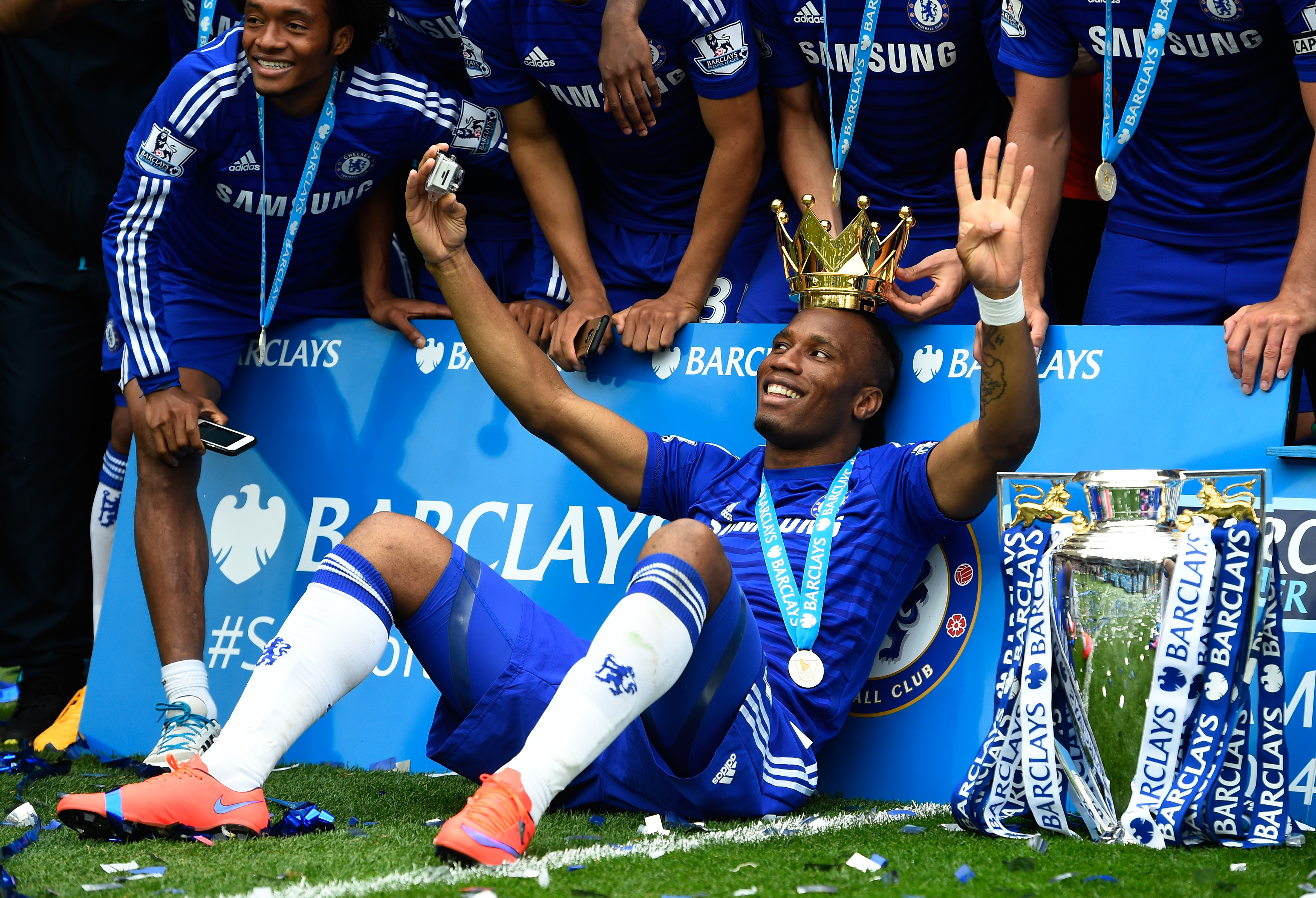 LONDON, ENGLAND - MAY 24:  Didier Drogba of Chelsea celebrates with team mates and the trophy  after the Barclays Premier League match between Chelsea and Sunderland at Stamford Bridge on May 24, 2015 in London, England. Chelsea were crowned Premier League champions.  (Photo by Mike Hewitt/Getty Images)