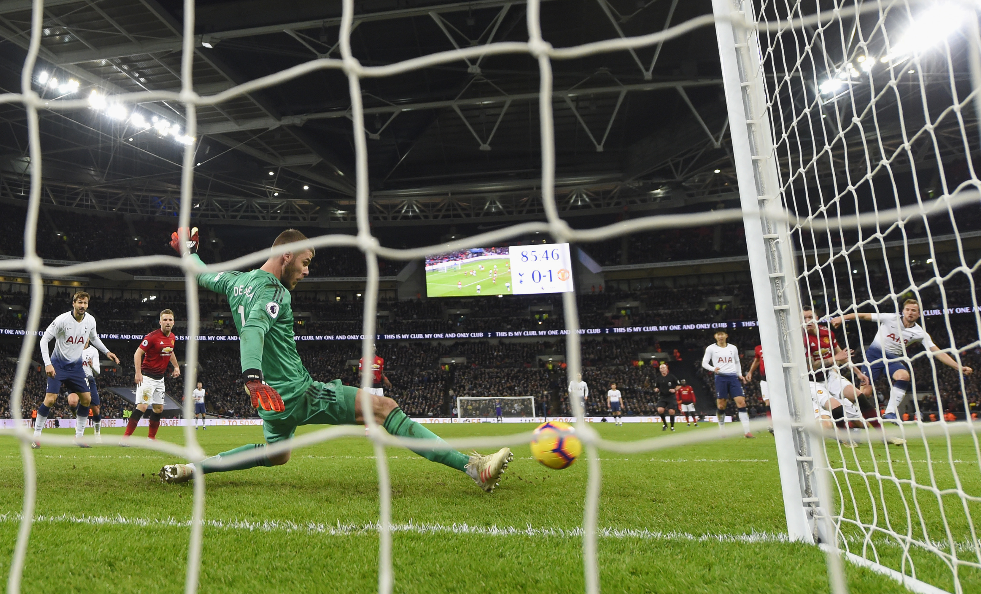 LONDON, ENGLAND - JANUARY 13: David De Gea of Manchester United makes a save from Harry Kane of Tottenham Hotspur (R) during the Premier League match between Tottenham Hotspur and Manchester United at Wembley Stadium on January 13, 2019 in London, United Kingdom. (Photo by Mike Hewitt/Getty Images)