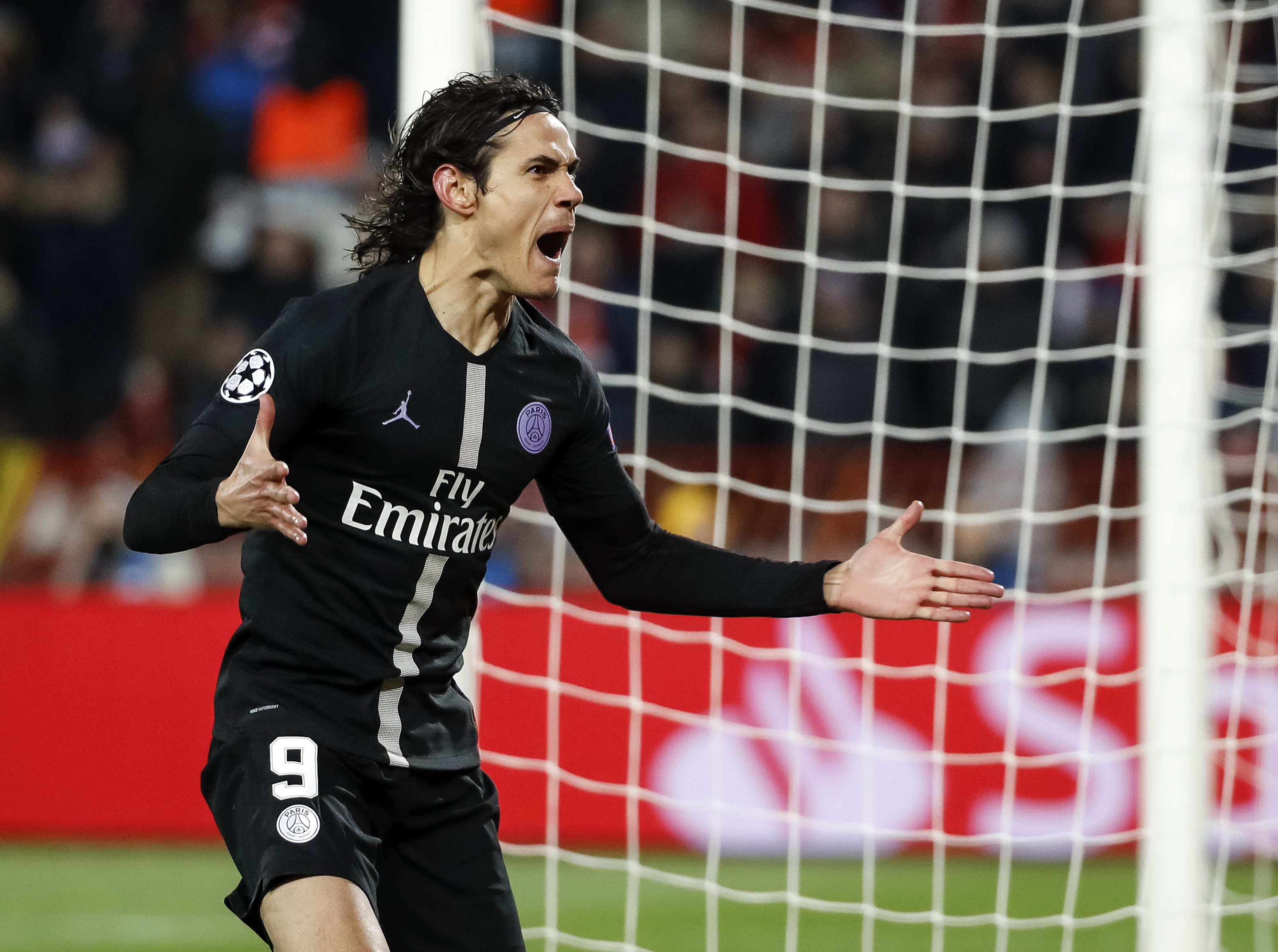 Paris Saint-Germain striker Edinson Cavani out of Manchester United match