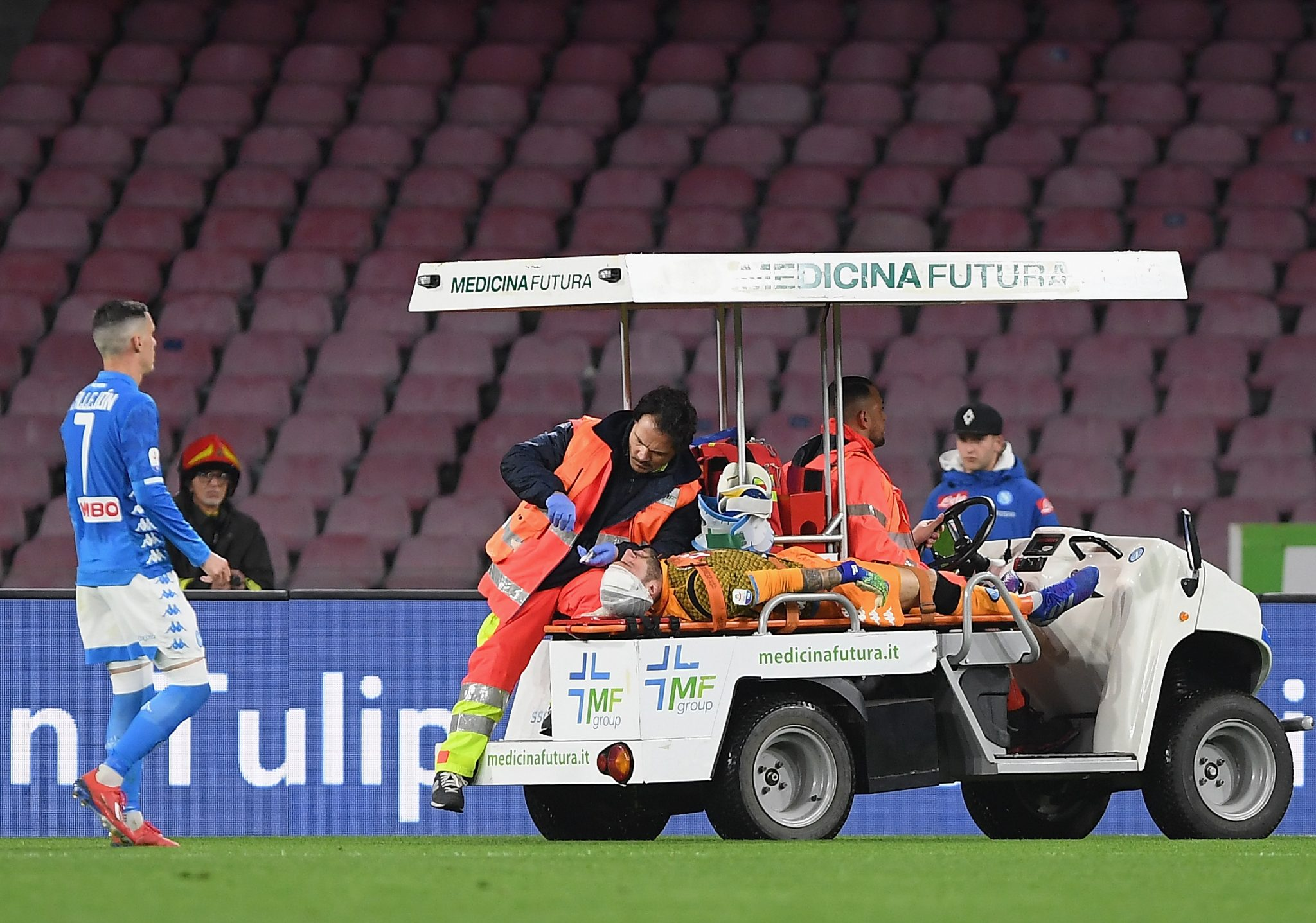 Napoli goalkeeper Ospina hospitalised after head injury