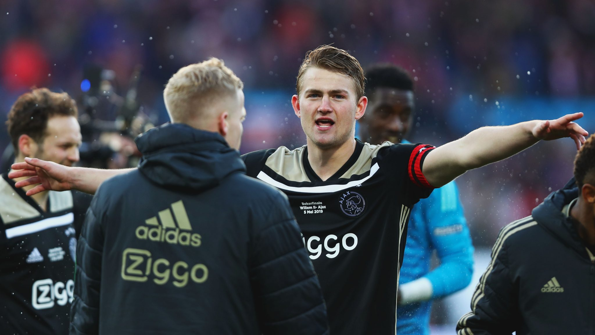 Matthijs De Ligt Told To Join Man Utd's Rivals By Louis