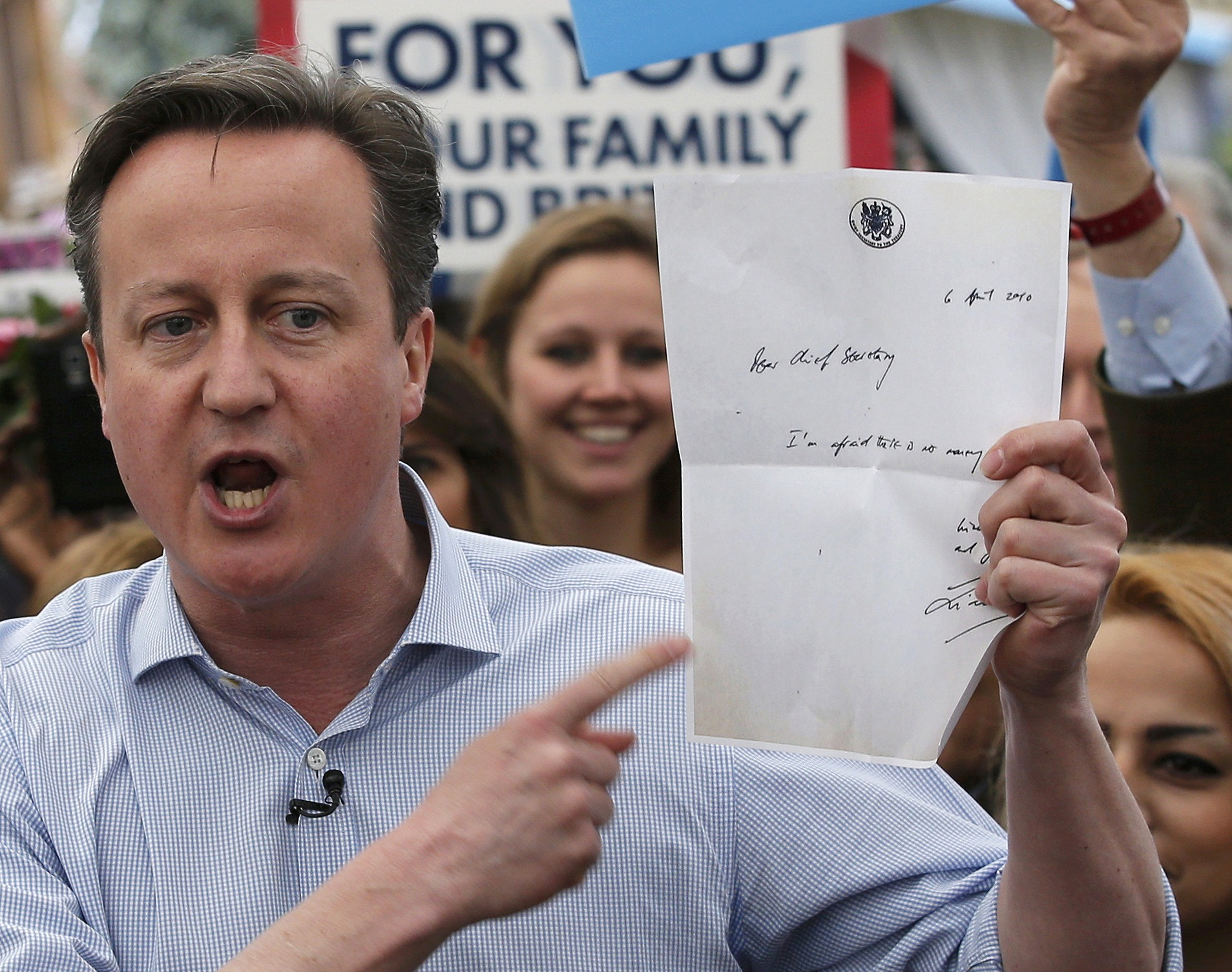 """David Cameron holding Liam Byrne's """"there's no money left"""" note during an election rally in 2015"""