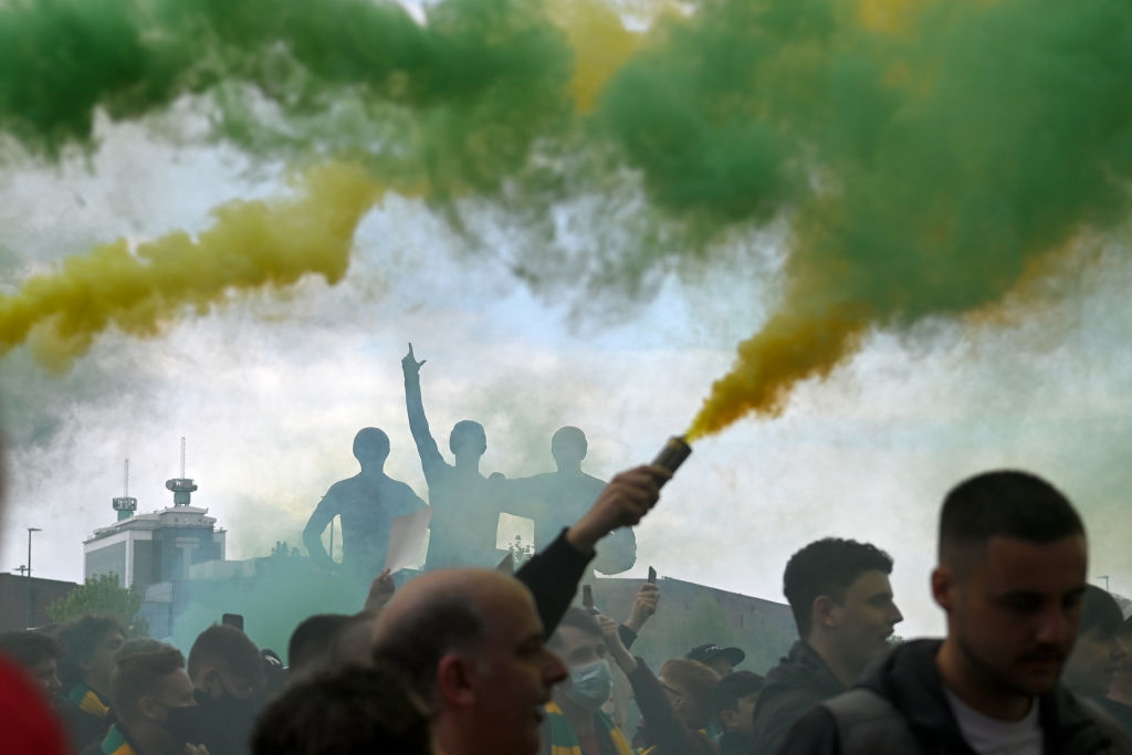 Manchester United fans protest Glazer ownership outside Old Trafford